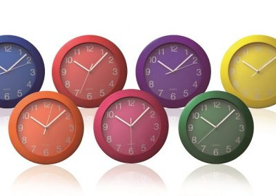 Plastikinis laikrodis. Išmatavimai 250x250x30 mm. Stiklas, plastikas.
