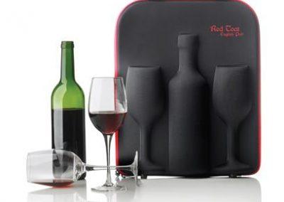 Vyno lagaminas su taurėmis. Vyno butelys neįeina į kainą.