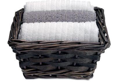 Trijų rankšluosčių rinkinys, krepšyje pintame